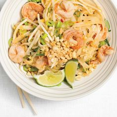 Shrimp pad thai is a healthier version of traditional dish — The Star Spicy Recipes, Seafood Recipes, Wine Recipes, Asian Recipes, Cooking Recipes, Pad Thai Peanut Sauce, Shrimp Pad Thai, Thai Chicken, Ricardo Recipe