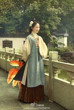 Compilation of Chinese hanfu. Historical Women, Historical Clothing, Traditional Fashion, Traditional Dresses, Traditional Chinese, Ancient China Clothing, Chinese Clothing, Chinese Culture, Hanfu