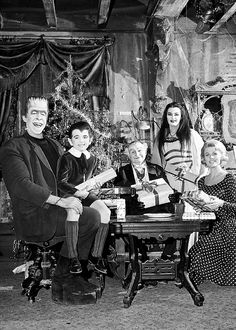 The Munsters ~ Herman Munster (Fred Gwynne) Eddy Munster (Butch Patrick) Grandpa Munster (Al Lewis) Lily Munster (Yvonne De Carlo) Marilyn Munster (Pat Priest) The Munsters, Munsters Tv Show, Munsters House, Yvonne De Carlo, Space Ghost, La Familia Munster, Dark Side, Beatles, Lily Munster