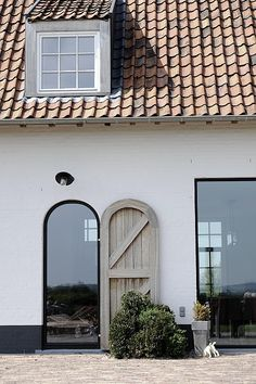 In cooperation with architect Luc Vandewynckel A subtle play of tradition and contemporary architecture. Contemporary Architecture, Architecture Details, Steel Doors And Windows, Cosy House, House Goals, Home Deco, Exterior Design, Future House, Modern Farmhouse