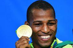 O lutador de boxe, Robson Conceição comemora após vencer a medalha de ouro, nos…