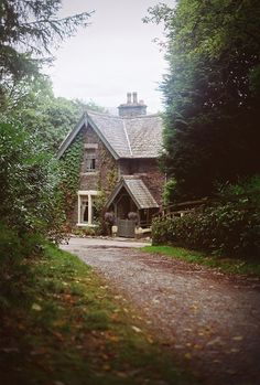 A cottage betwixt the trees | Paul Bailey on flickr