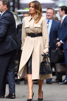 Мелания Трамп — современная Жаклин Кеннеди Hermes Birkin, Classy Outfits, Chic Outfits, Donald Trump Facts, Milania Trump Style, First Lady Melania Trump, Trump Melania, Celebrity Style Inspiration, Fashion Colours