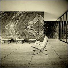 mies van der rohe, Bauhaus, arquitectura do Modernismo Bauhaus, Walter Gropius, Architecture Details, Interior Architecture, Famous Architecture, Historic Architecture, Barcelona Pavillion, Mid-century Modern, Modern Design