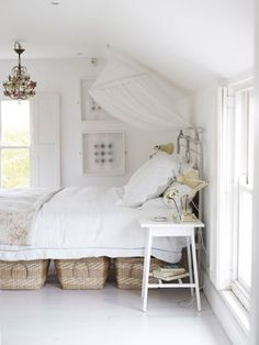 Simple white bedroom decor with under bed storage baskets. Under Bed Basket, Big Basket, Foster House, My New Room, Beautiful Bedrooms, Small Spaces, Small Apartments, Bedroom Decor, Bedroom Ideas