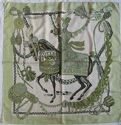 """-Authentique Foulard HERMÈS """"Le Timbalier""""  soie TBEG vintage scarf"""