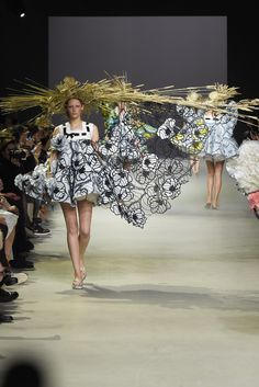 Viktor & Rolf Couture Spring 2015 - Slideshow - Runway, Fashion Week, Fashion Shows, Reviews and Fashion Images - WWD.com
