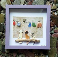 Dit stuk is van een drie schattige kleine katten gemaakt van zeldzame Cornish zee aardewerk zat op een stuk drijfhout... een vogel die op een lijn vol met waterkristallen, zee aardewerk wassen en Shell die is opknoping op de achtergrond is zat te kijken. Het hotel ligt in een