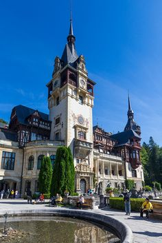Beautiful Castles, Beautiful Buildings, Beautiful Places, Best Places To Travel, Places To See, Peles Castle, Visit Romania, Castle House, Musketeers