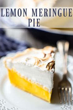 Perfect Lemon Meringue Pie: This recipe can't miss! Tangy filling that sets up firm and a billowy meringue that doesn't weep. Hands down, the world's best lemon meringue pie recipe! Mile High Lemon Meringue Pie Recipe, Lemon Meringue Cheesecake, Cheesecake Desserts, Pie Dessert, No Weep Meringue Recipe, Individual Desserts, Bite Size Desserts, Easy No Bake Desserts, Fun Desserts