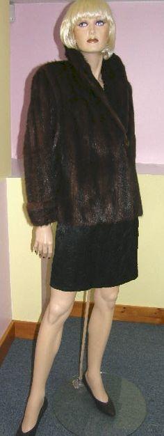 Muskrat fur jacket. Mink Toned. Manteau de rat musqué.