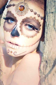 Sugar skull, halloween costume make up, hair jewelry Sugar Skull Halloween, Halloween Face Makeup, Sugar Skull Costume, Sugar Skull Makeup, Sugar Skull Art, Sugar Skulls, Dead Makeup, Fx Makeup, Makeup Ideas