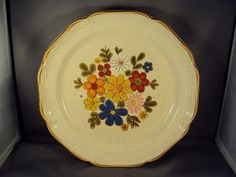 Vintage Mikasa Garden Club EC 400 Stoneware dinner plate with Spring Bouquet decoration