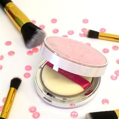 SUN ELASTIC PACT Absorbs oil and regulates sebum production; enriched with diamond pearls for a fresh, radiant glow; with elastic powder technology Sun Protection, Compact, Powder, Glow, Smooth, Korean, Leaves, Oil, Cosmetics