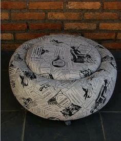 autoreifen DIY furniture from car tires recycling stool material Tire Ottoman, Tire Craft, Reuse Old Tires, Recycled Tires, Tire Furniture, Recycling, Used Tires, Diy Arts And Crafts, Diy Design