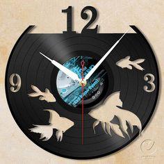 vinyl wall clock gold fishs by Anantalo on Etsy Vinyl Record Crafts, Vinyl Art, Vinyl Records, Clock Painting, Clock Art, Record Clock, Record Art, Laser Art, Peler Beads