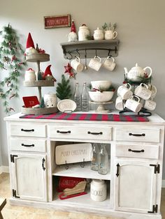 Fantastic Indoor Christmas Decoration Ideas ~ Home Decoration Inspiration Farmhouse Christmas Decor, Christmas Kitchen, Country Christmas, Christmas Home, White Christmas, Christmas Ideas, Xmas, Reindeer Christmas, Beautiful Christmas