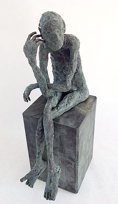 Pablo Hueso. Figura Ne297. 2015. Arcilla polimérica. Polvo de bronce patinado. Acero. 31 x 18 x 14 cm. http://www.pablohuesoart.com