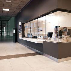 Eldriven Skjutlucka Conference Room, Divider, Villa, Table, Nun, Furniture, Reception, Home Decor, Model