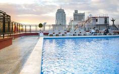 una piscina en madrid