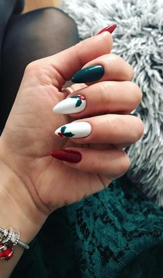 New Trend Christmas Nails, Amazing Christmas Nail Ideas Part 6 - Xmas Nails - Xmas Nail Art, Christmas Gel Nails, Christmas Nail Art Designs, Holiday Nails, Christmas Ideas, Christmas Art, Snowflake Nail Art, Winter Nail Designs, Natural Christmas