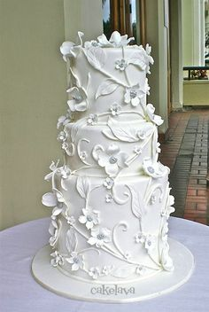 Weddbook is a content discovery engine mostly specialized on wedding concept. You can collect images, videos or articles you discovered organize them, add your own ideas to your collections and share with other people White And Gold Wedding Cake, Pretty Wedding Cakes, Wedding Cake Photos, Beautiful Wedding Cakes, Gorgeous Cakes, Wedding Cake Designs, Pretty Cakes, White Gold, Purple Wedding