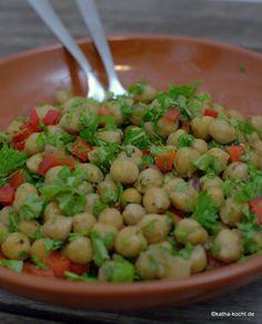 Kichererbsensalat mit Paprika und Petersilie - Katha-kocht!