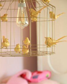 #hanglamp vogeltjes #babykamer goud hanglamp #kinderkamer goud hanglamp #gouden hanglamp Kids Room, Charlotte, Lighting, Light Fixtures, Kidsroom, Kid Rooms, Lights, Lightning, Nursery