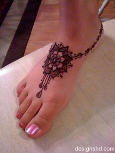 Simple Foot Henna mehndi design for party - Picture