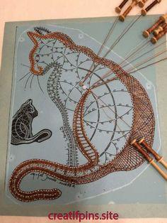 Weaving Loom Diy, Inkle Weaving, Weaving Art, Wire Weaving, Shawl Crochet, Bobbin Lacemaking, Weaving Wall Hanging, Lace Art, Bobbin Lace Patterns