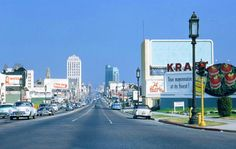 46 Fascinating Color Photos That Capture Street Scenes of Los Angeles From the California History, Vintage California, California Dreamin', Old Photos, Vintage Photos, Vintage Pins, Cities, San Fernando Valley, Los Angeles Area