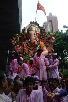 You Need More Than Eyes Or a Camera To Shoot Lal Bagh Chya Raja