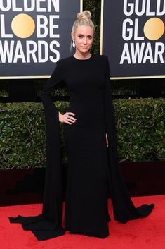 Kristin Cavallari rocks a long sleeve black gown at the Golden Globe Awards. Golden Globe Award, Golden Globes, Kristin Cavallari Hair, Evening Dresses Plus Size, Evening Gowns, Red Carpet Gowns, Glamorous Dresses, Warm Outfits, Red Carpet Fashion
