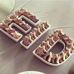 Love how filled her EID platter with these chocolate stars! They're the perfect fit and taste delish! Eid Moubarak, Eid Al Adha, Riyadh, Decoraciones Eid, Eid Mubarak Gift, Ramadan Mubarak, Fest Des Fastenbrechens, Eid Quotes, Chocolate Stars