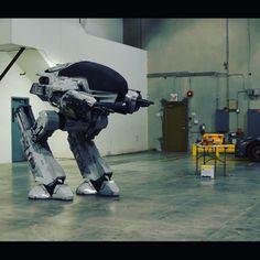 Quite possibly the #greatest thing ever #ED209 #robocop #nerd #verhoeven #droid #craigdavies @neillblomkamp #epic #sundayfunday