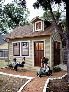 Small house or back yard guest house #playhousesforoutside