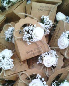 Seninle bir ömür yolculuk, şeker tadında tüm dostlarla... #efedavetiye #izmir #izmirdugunfotografcisi #nikahhediyelikleri #nikahşekeri #kınahediyelikleri #kraftkutu #craftkutu #şekerkutusu #hediyekutusu #nisansekeri #weddingfavor #weddingfavors #ozeltasarim #özeltasarim #lokumkutusu #craftbox #favorbox #etsyshop #kraft #elyapımı #izmirgelinlik #iplidavetiye #bomboniere #weddinghandmadeinitaly