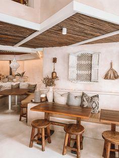 Bar Restaurant Design, Deco Restaurant, Colorful Restaurant, Restaurant Poster, Luxury Restaurant, Cafe Shop Design, Coffee Shop Interior Design, Architecture Restaurant, Design Café