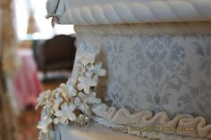 WDW Weddings - Francs - Disney Cinderella Wedding Cake - http://temporarytourist.com/walt-disney-worlds-wedding-pavilion-francs-wedding-planning/ #dreamwedding #DisneyWedding #MagicKingdom