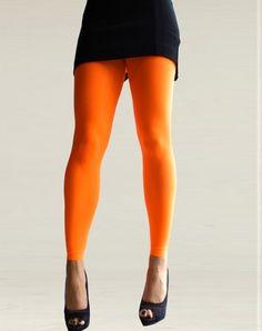 Opvallen met een hoofdletter 'O' doe je met deze knaloranje Colour Block Orange legging van 60 denier!    Of je haar nu draagt op Koninginnedag of als het Nederlands elftal speelt of gewoon omdat je zin hebt om een aparte kleur aan te doen, met de Colour Block Orange ben je er 100% verzekerd van, dat niemand je over het hoofd (of beter gezegd; over je benen) zal zien!    Voor 17:00 uur besteld en betaald, wordt morgen al bezorgd!