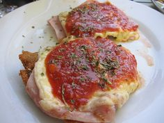 Milanesa with Ham -Argentina Argentina Food, Argentina Recipes, Beef Cutlets, Bolivian Food, My Favorite Food, Favorite Recipes, Cant Stop Eating, Argentine, Best Dishes