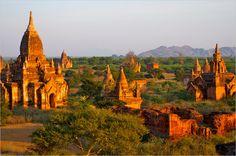 """Burma stand gleich bei drei Experten auf dem Zettel. Nachdem sich das Land nun für den Tourismus öffnet, gilt es als Neuland für Asienfans. Martin Nicholas Kunz, Creative Director bei teneues bringt es auf den Punkt: """"Burma - wegen der Öffnung, seiner Ursprünglichkeit, der wunderschönen Natur und authentischen Architektur"""" (Foto von: Jim Simmen/Photographer's Choice RF/Getty Images)"""