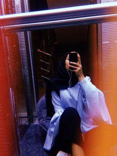 Cute Girl Photo, Girl Photo Poses, Girl Photos, Hijabi Girl, Girl Hijab, Stylish Girls Photos, Stylish Girl Pic, Tumblr Photography, Girl Photography Poses