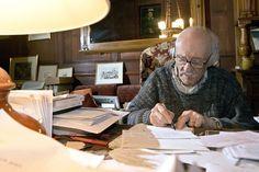 Maurice Chappaz, photographié dans son bureau du Chable en 2006