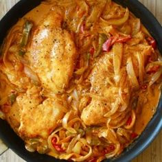 Healthy Chicken Paprikash - looks pretty tasty and (hopefully) not too complicated for me. Will be trying this for dinner tonight. Healthy Chicken, Chicken Recipes, Yogurt Chicken, Chicken Meals, Boneless Chicken, Turkey Recipes, Chicken Paprikash, Sour Cream Chicken, Cooking Recipes