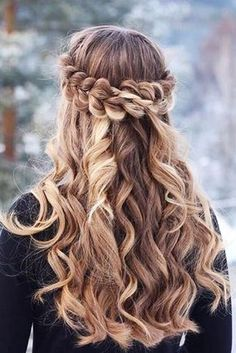 Romantic Half Up Half Down Hairstyles With Braids ★ Here are gorgeous prom and graduation hairstyles to make you look like a supermodel. And your graduation night will be such a memorable occasion. Grad Hairstyles, Dance Hairstyles, Cute Hairstyles For Short Hair, Crown Hairstyles, Winter Hairstyles, Braided Hairstyles, Curly Hair Styles, Hairstyle Ideas, Hair Ideas