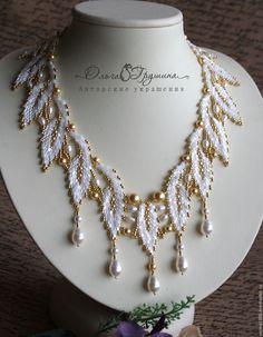 Купить Колье с натуральным жемчугом и жемчугом Svarovski в золоте - белый, золотой, Колье из белого жемчуга