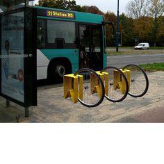 CYCLONE | RUUD VAN HEMERT | 2007 | GELAKT PLAATSTAAL | AFMETING 30X30X55 CM.  De Cyclone fietskruk is ontstaan uit de frustratie van een overschot aan fietsenrekken, en een tekort aan zitplaatsen voor de wachtende reiziger.
