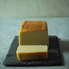 米粉のチーズテリーヌ Cornbread, Dairy, Cheese, Ethnic Recipes, Food, Meals, Corn Bread, Yemek, Eten