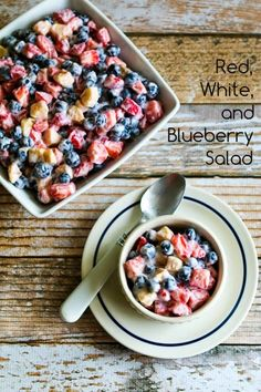 Looks so yummy! Easy Recipe for Red, White, and Blueberry Salad; this salad has a lot of anti-oxidant rich blueberries and strawberries and just one banana, plus a low-carb yogurt dressing. Healthy Treats, Healthy Eating, Healthy Recipes, Keto Recipes, Blueberry Salad, Banana Salad, Fruit Salad Recipes, Fruit Salads, Beautiful Fruits